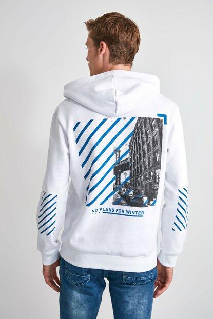 TRENDYOL MAN Beyaz Erkek Sırt Baskılı Kapüşonlu Regular Sweatshirt TMNAW21SW0521