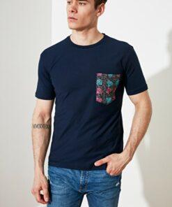 TRENDYOL MAN Lacivert Erkek Regular Fit Bisiklet Yaka Kısa Kollu Cepli T-Shirt TMNSS21TS2972